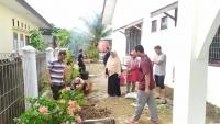 Jum'at Bersih, Gotong Royong Sebagai Sarana Menjalin Kekompakan Antar Pegawai pada MS Calang